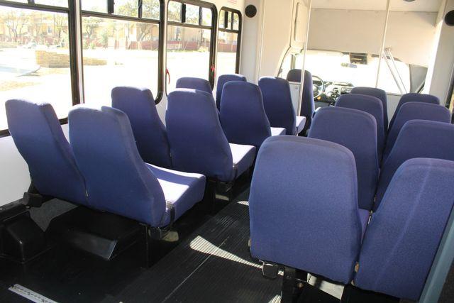 2010 Ford E-450 19 Passenger Starcraft Shuttle Bus W/ Lift Irving, Texas 23