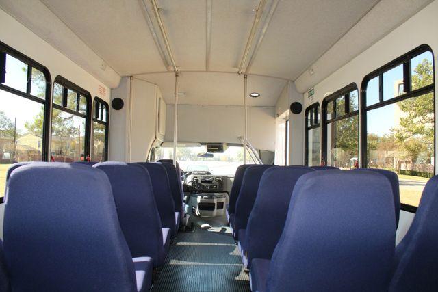 2010 Ford E-450 19 Passenger Starcraft Shuttle Bus W/ Lift Irving, Texas 24