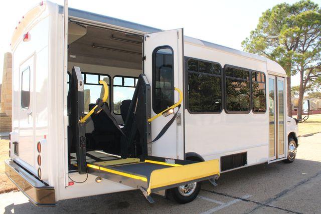 2010 Ford E-450 19 Passenger Starcraft Shuttle Bus W/ Lift Irving, Texas 47