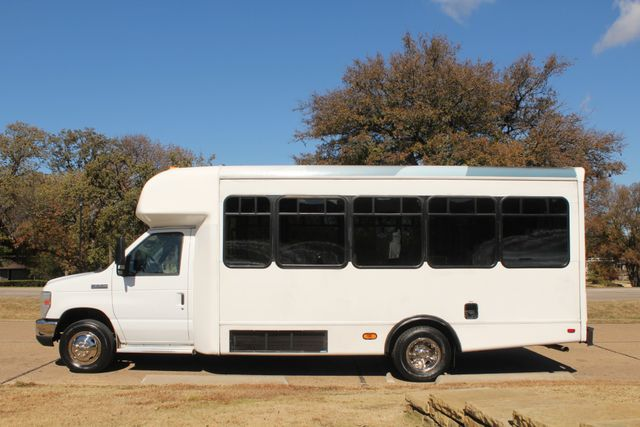 2010 Ford E-450 19 Passenger Starcraft Shuttle Bus W/ Lift Irving, Texas 5