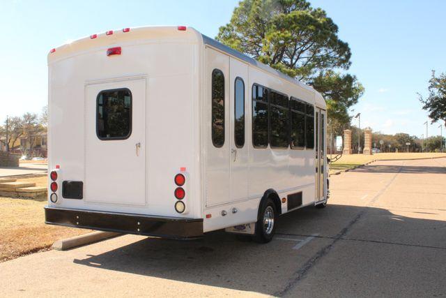 2010 Ford E-450 19 Passenger Starcraft Shuttle Bus W/ Lift Irving, Texas 8