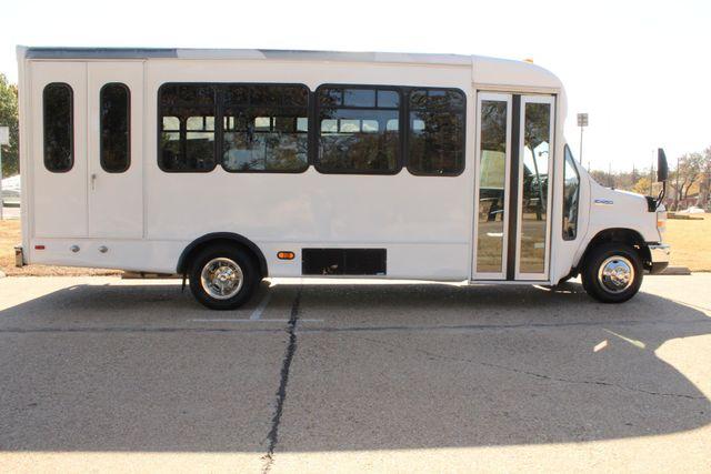 2010 Ford E-450 19 Passenger Starcraft Shuttle Bus W/ Lift Irving, Texas 9