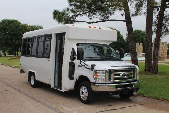 2010 Ford E450 Diamond 15 Passenger Shuttle Bus W/ Luggage / Storage Area in Irving, Texas 75060