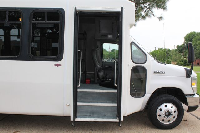 2010 Ford E450 Diamond 15 Passenger Shuttle Bus W/ Luggage / Storage Area in Irving, Texas 75060