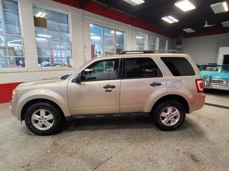 2010 Ford Escape Xlt. Awd SERVICED AND READY, SOLID VALUE! Saint Louis Park, MN 1