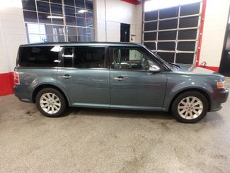 2010 Ford Flex Awd, 3rd Row, TOW PKG, HEATED LEATHER, LOADED AND CLEAN Saint Louis Park, MN 1