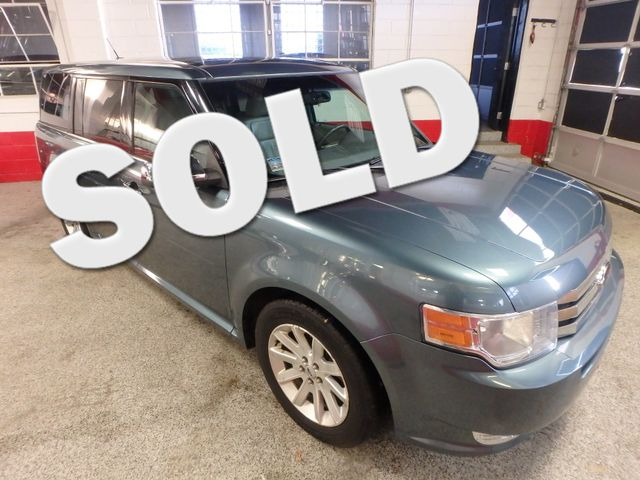 2010 Ford Flex Awd, 3rd Row, TOW PKG, HEATED LEATHER, LOADED AND CLEAN Saint Louis Park, MN