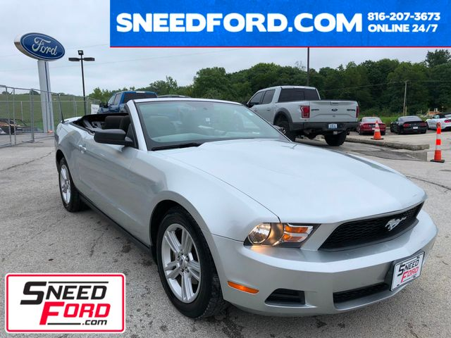 2010 Ford Mustang V6 Convertible in Gower Missouri, 64454