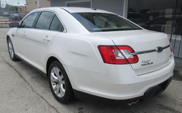 2010 Ford Taurus SEL south houston, TX 3