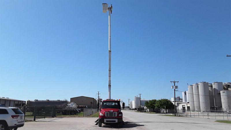 2010 Freightliner BUSINESS M2  6OFT ALTEC MATERIAL HANDLER BUCKET TRUCK  city TX  North Texas Equipment  in Fort Worth, TX