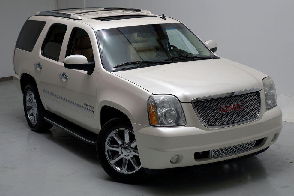 < 2010 GMC Yukon Denali All Wheel Drive Navigation 20 ...