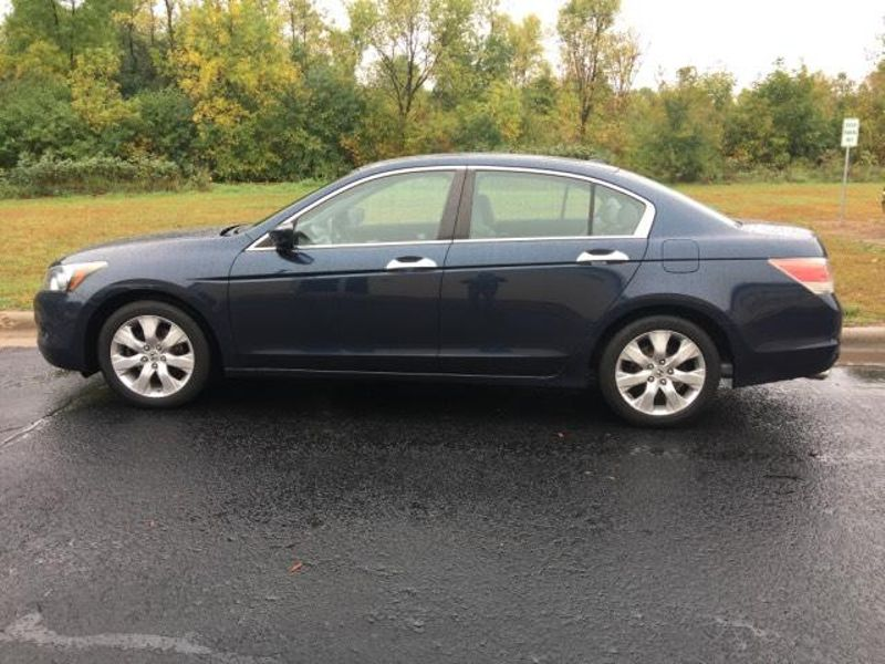 2010 Honda Accord EX-L  in Victoria, MN