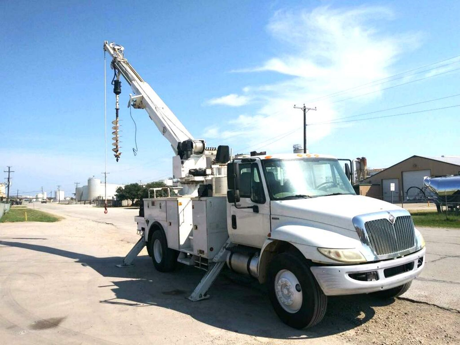 2010 International 4300 DIGGER DERRICK city TX North Texas
