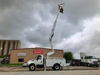 2010 International 4300 DURASTAR BUCKET TRUCK in Fort Worth, TX