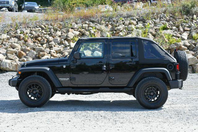 2010 Jeep Wrangler Unlimited Rubicon 4WD Naugatuck, Connecticut 3