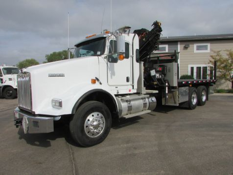 2010 Kenworth T800 Flat-Bed with Hiab 4000  Knuckle Boom  in St Cloud, MN