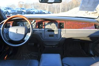 2010 Lincoln Town Car Signature Limited Naugatuck, Connecticut 14