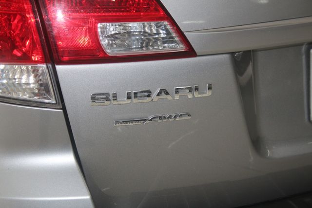 2010 Subaru Outback Ltd Houston, Texas 12