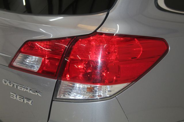 2010 Subaru Outback Ltd Houston, Texas 16