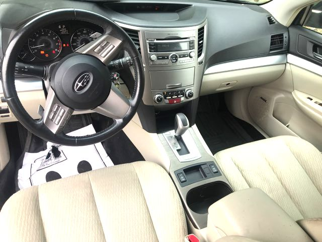 2010 Subaru Outback Premium Knoxville, Tennessee 7