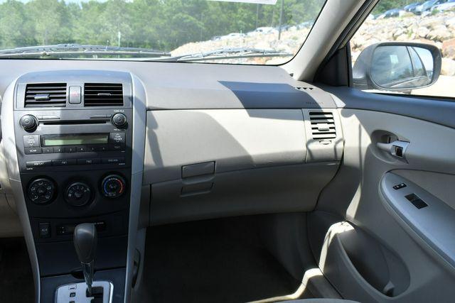 2010 Toyota Corolla LE Naugatuck, Connecticut 13