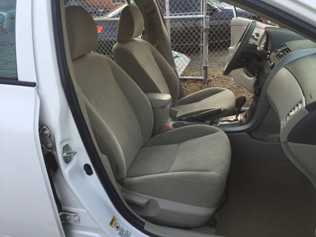 2010 Toyota Corolla LE New Brunswick, New Jersey 10