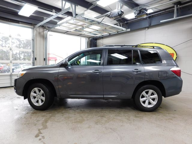 2010 Toyota Highlander Base in Airport Motor Mile ( Metro Knoxville ), TN 37777