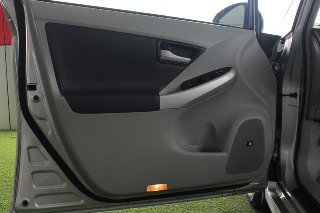 2010 Toyota Prius IV FWD - NAVIGATION - BKUP CAMERA - JBL SOUND! Mooresville , NC 37