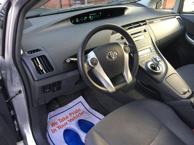 2010 Toyota Prius III New Brunswick, New Jersey 13