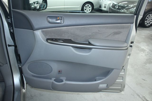 2010 Toyota Sienna LE Kensington, Maryland 52