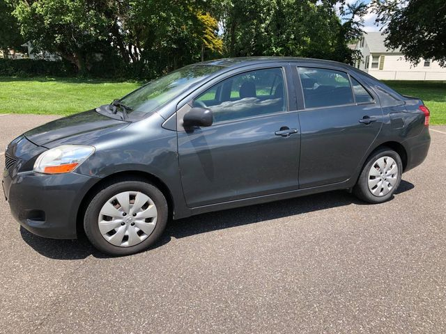 2010 Toyota Yaris Sedan 4 CYLINDER GREAT CONDITION GREAT RELIABLE DRIVER