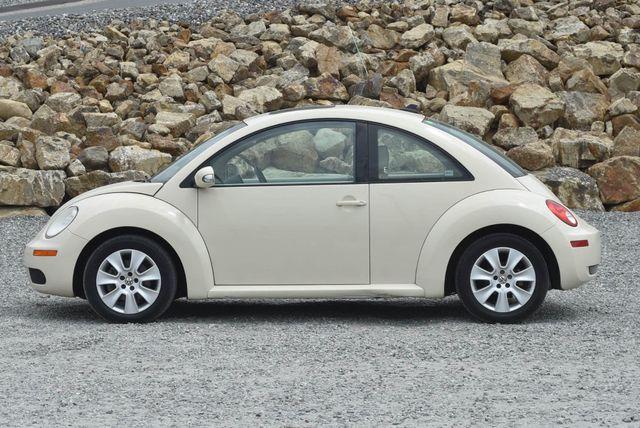 2010 Volkswagen New Beetle Naugatuck, Connecticut 1