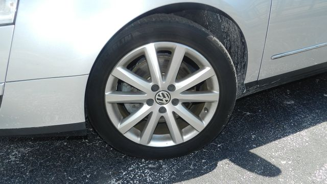 2010 Volkswagen Passat Komfort Hudson , Florida 7