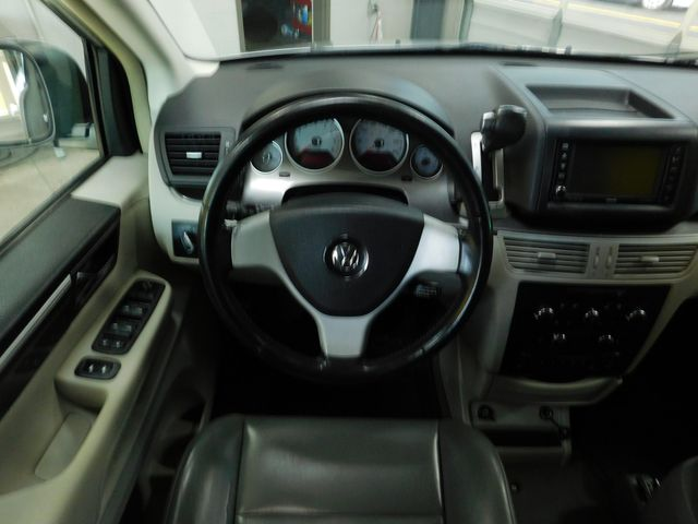 2010 Volkswagen Routan SE in Airport Motor Mile ( Metro Knoxville ), TN 37777