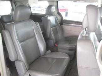 2010 Volkswagen Routan SE w/RSE & Navigation Gardena, California 11
