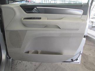 2010 Volkswagen Routan SE w/RSE & Navigation Gardena, California 12