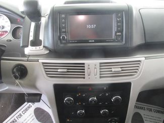 2010 Volkswagen Routan SE w/RSE & Navigation Gardena, California 6