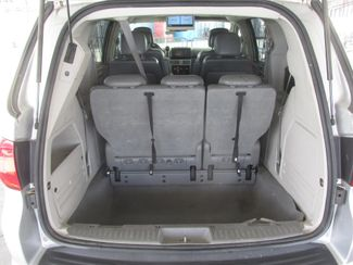 2010 Volkswagen Routan SE w/RSE & Navigation Gardena, California 10