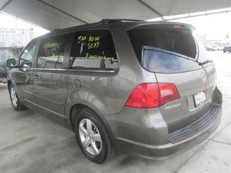 2010 Volkswagen Routan SE w/RSE & Navigation Gardena, California 1