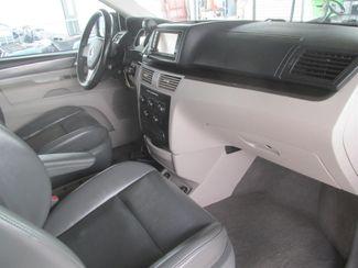 2010 Volkswagen Routan SE w/RSE & Navigation Gardena, California 7