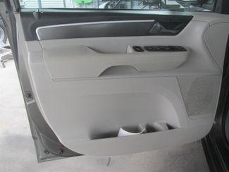 2010 Volkswagen Routan SE w/RSE & Navigation Gardena, California 8