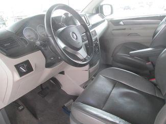 2010 Volkswagen Routan SE w/RSE & Navigation Gardena, California 4