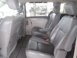 2010 Volkswagen Routan SE w/RSE & Navigation Gardena, California 9