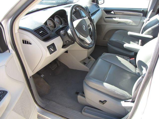 2010 Volkswagen Routan SE in Medina, OHIO 44256