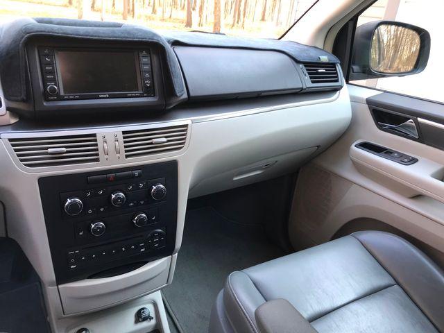 2010 Volkswagen Routan SE Ravenna, Ohio 10