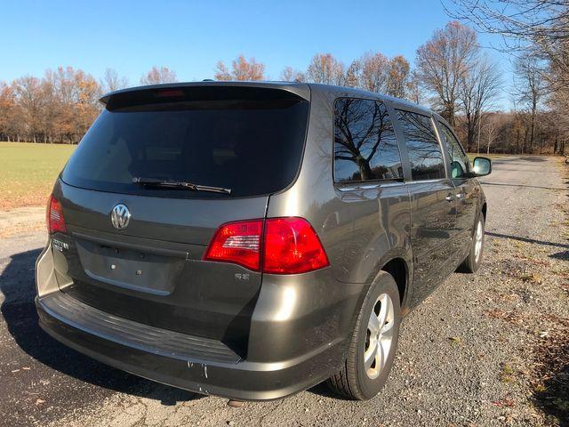 2010 Volkswagen Routan SE Ravenna, Ohio 3