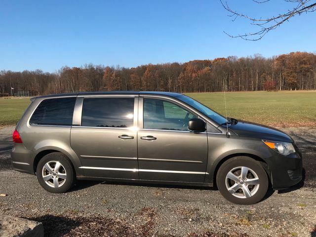 2010 Volkswagen Routan SE Ravenna, Ohio 4