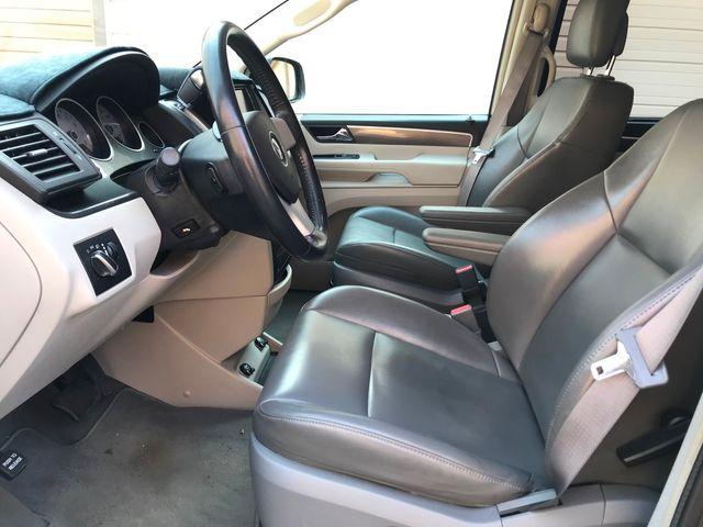 2010 Volkswagen Routan SE Ravenna, Ohio 6