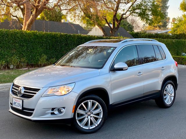 2010 Volkswagen TIGUAN SE AUTOMATIC LEATHER PANORAMIC ROOF NEW TIRES SERVICE RECORDS in Van Nuys, CA 91406