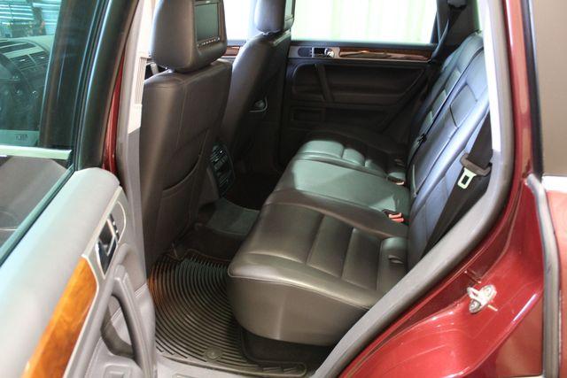 2010 Volkswagen Touareg VR6 in Roscoe IL, 61073